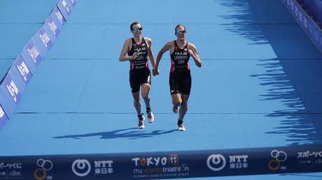 Las triatletas Georgia Taylor-Brown y Jessica Learmonth.