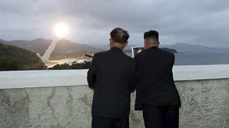 Kim Jong-un observa el lanzamiento de prueba de un nuevo sistema de armas no especificado en Corea del Norte, 10 de agosto de 2019