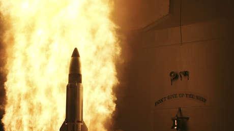 El crucero lanzamisiles USS Lake Erie lanza un misil Standard Missile 3, el 20 de febrero de 2008.