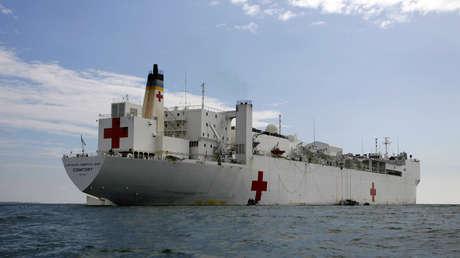 El busque-hospital Comfort de EE.UU. llega a la ciudad de Tumaco, Colombia, el 7 de junio de 2009.