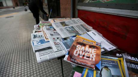 Portadas de los periódicos en un kiosco de Buenos Aires, Argentina, 20 de agosto de 2019.