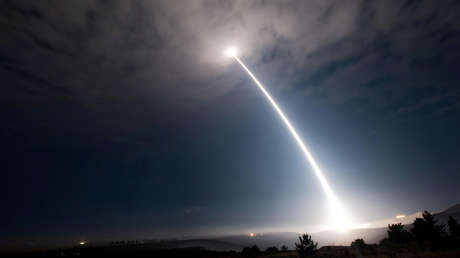 El lanzamiento del misil balístico intercontinental Minuteman III, desde la Base de la Fuerza Aérea de EE.UU. en Vandenberg, California, el 2 de agosto de 2017.