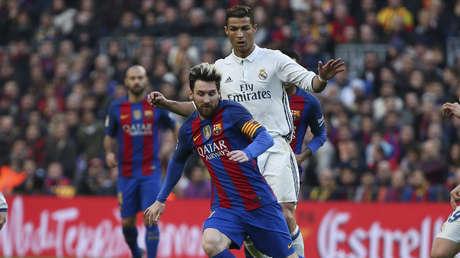 Cristiano Ronaldo y Lionel Messi durante partido de La Liga Santander en Barcelona (España). 31 de diciembre de 2016.