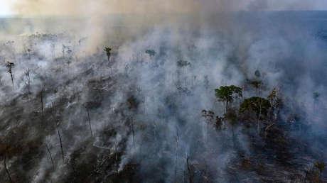 Vista aérea del incendio forestal del Amazonas en el estado de Mato Grosso, en Brasil, el 23 de agosto de 2019.