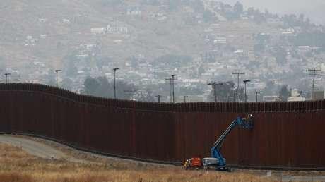 La construcción del muro fronterizo con Tijuana, México, y San Diego, California (EE.UU.)