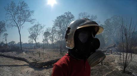Un bombero en áreas donde los incendios han destruido hectáreas de bosque en Bolivia. 28 de agosto de 2019.