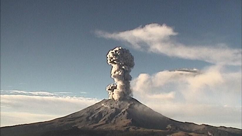 FOTO, VIDEO: El volcán Popocatépetl registra 6 explosiones en 24 horas