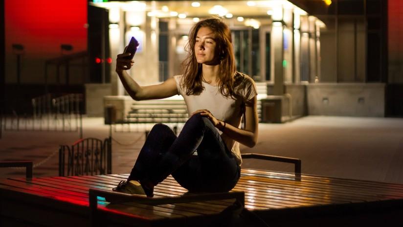 ¿Publica muchos selfis? Sus seguidores piensan que es solitario y poco exitoso