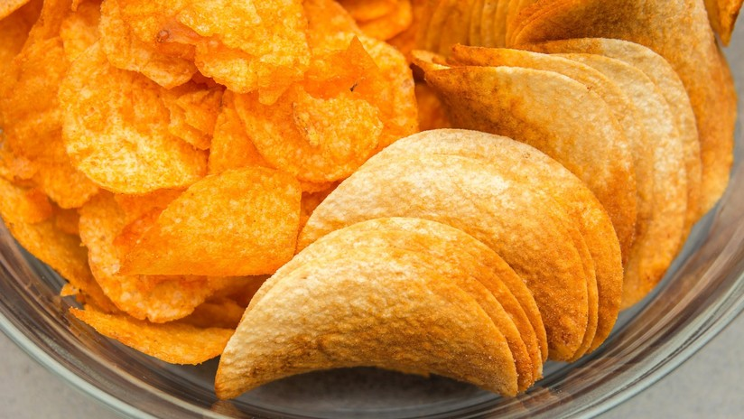 Queda ciego y sordo tras vivir de una dieta de papas fritas y salchichas por más de una década