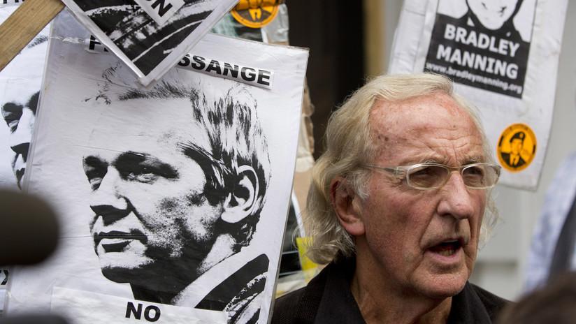 """""""Estamos en peligro"""": John Pilger lanza una advertencia sobre la situación de Assange"""