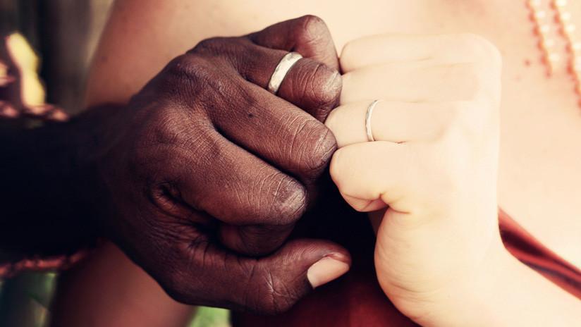 EE.UU.: Pretenden casarse y les niegan el salón de fiestas por ser una pareja de distintas razas (VIDEO)
