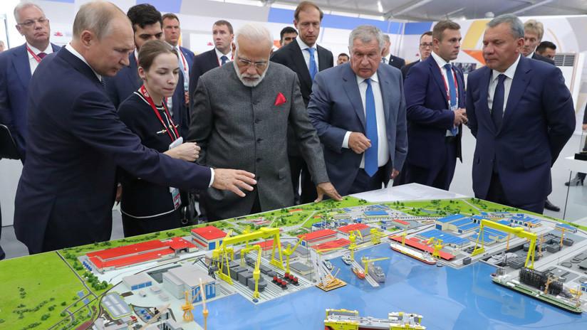 Putin muestra al primer ministro indio el astillero en que se podrían construir los portaviones rusos del futuro