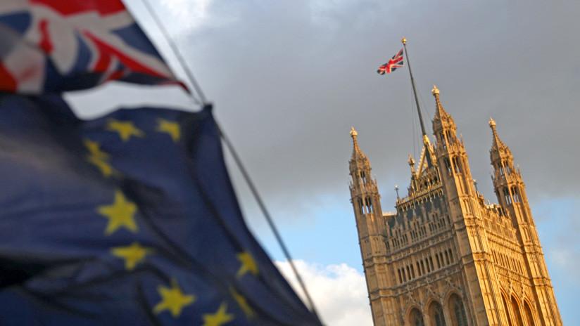 El Parlamento británico aprueba un proyecto de ley que obliga al Gobierno a retrasar el Brexit por tres meses