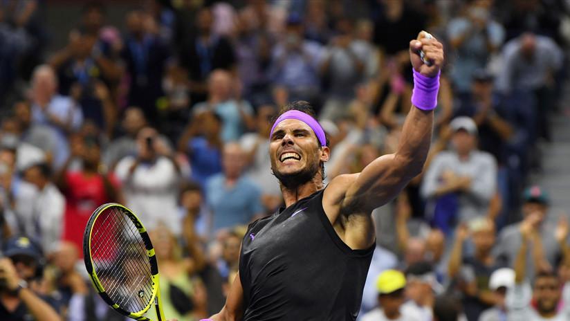 VIDEO: Rafael Nadal sorprende a un comentarista lanzándole un pelotazo tras aceptar un reto