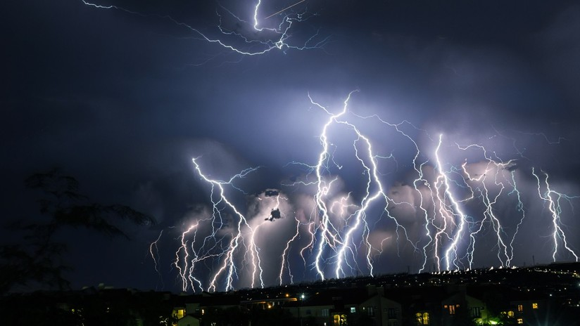 Caen más de 2.200 rayos en tres horas y provocan caos en una ciudad de EE.UU. (VIDEOS)
