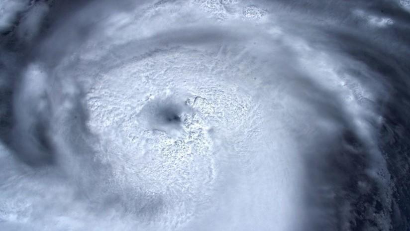 """""""Mirando dentro del ojo de la tormenta"""": Captan nueva imagen del huracán Dorian desde la EEI (FOTO)"""