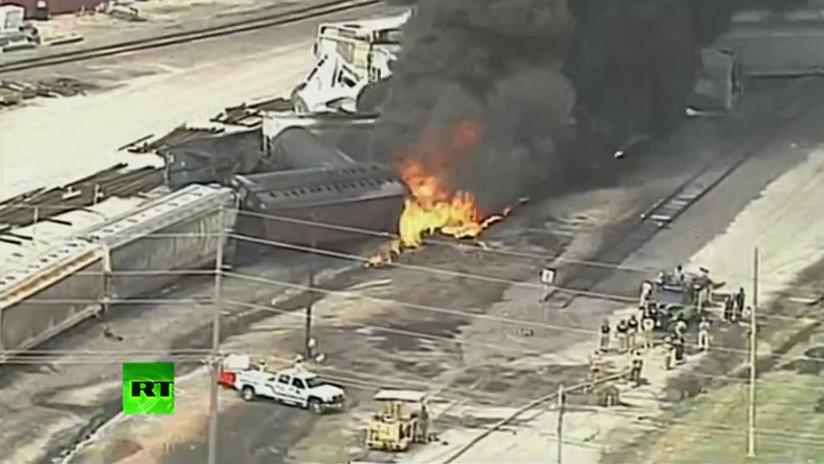 VIDEO: Incendio tras el descarrilamiento de un tren de carga en Illinois