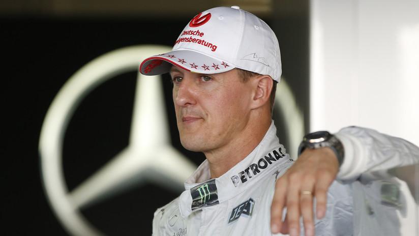 Aseguran que el legendario piloto Michael Schumacher está consciente