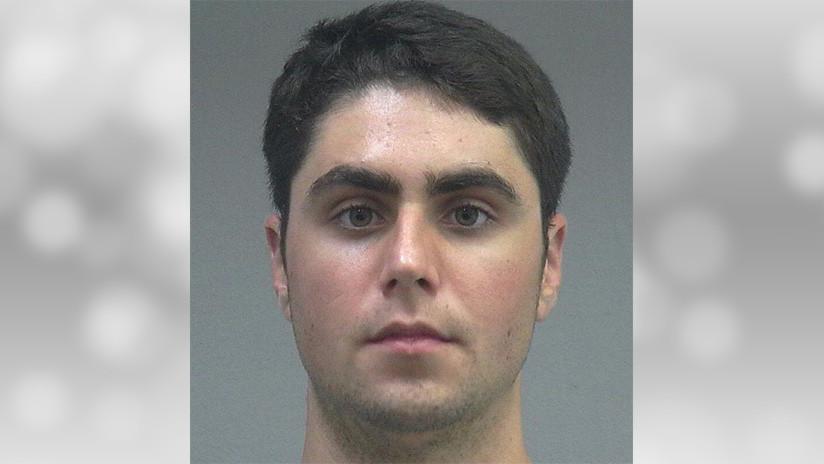 """Estudiante arrestado por agresión sexual es liberado por su """"alto rendimiento"""" en la universidad"""