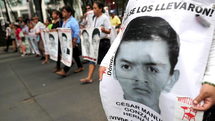 """Familiares de los 43 de Ayotzinapa dicen que """"hay esperanza"""" de justicia pero que """"desespera la lentitud"""" en el caso"""