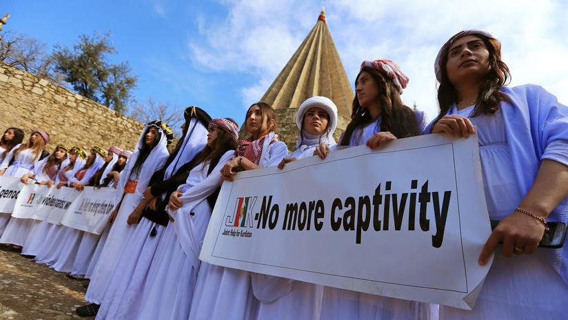 """""""Me intercambiaron 14 veces entre los yihadistas"""": una yazidí que fue esclava sexual del EI cuenta su historia antes de testificar contra un violador"""