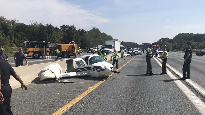 FOTO: Al menos 4 heridos luego de que una avioneta impactara contra un auto en EE.UU.