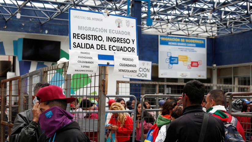 """Ecuador dará permiso de tránsito """"provisorio"""" a venezolanos que tengan visa para un tercer país"""