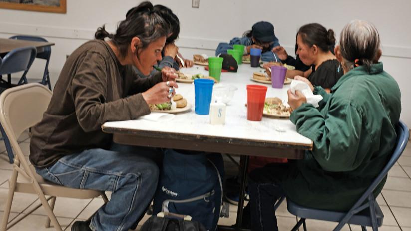 Las medidas de apoyo de López Obrador a los pobres generan polémica en México