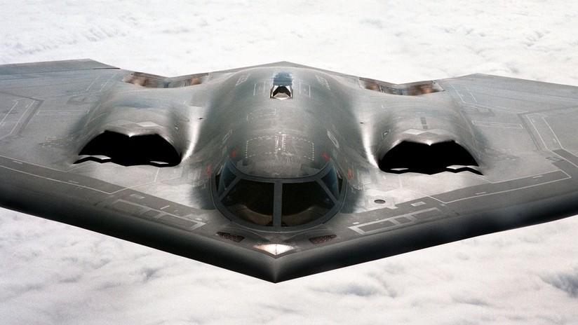 VIDEO, FOTOS: Bombarderos B-2 Spirit, capaces de portar armas nucleares, vuelan a pocos metros de unos espectadores