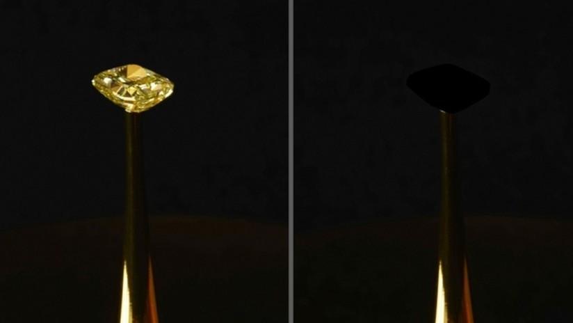 FOTOS: Crean el material más negro de la historia, que hace que los objetos luzcan completamente planos