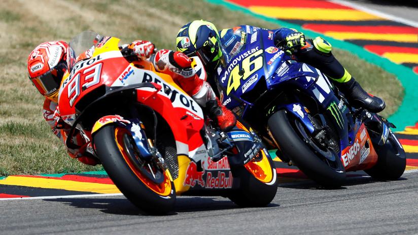 VIDEO: Tenso episodio entre Valentino Rossi y Marc Márquez obstaculizándose mutuamente en la pista
