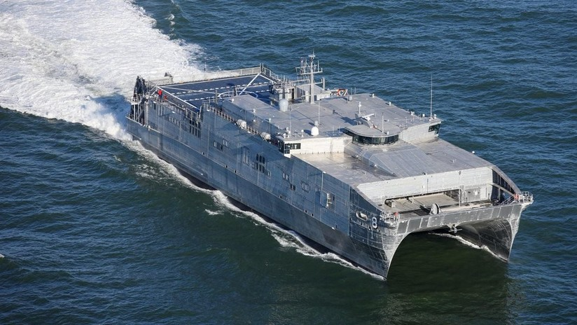 VIDEO: Un catamarán de la Armada de EE.UU. entra en el mar Negro