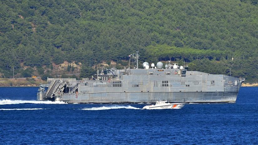 La Armada rusa acompaña al catamarán militar de EE.UU. que entró en el mar Negro