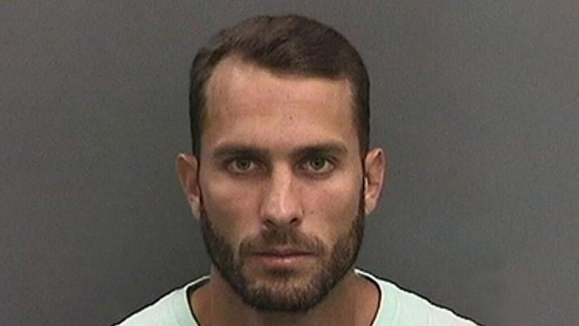 Hombre que amarró a un tiburón a una lancha para arrastrarlo hasta la muerte en un video viral es condenado a 10 días de prisión