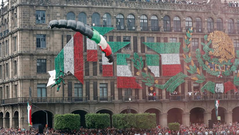 VIDEO: La aparatosa caída de un paracaidista durante los festejos por la Independencia de México