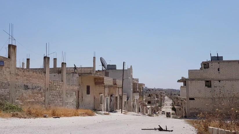 """Militares sirios hallan una cueva que sirvió como base para extremistas y como """"oficina"""" para los Cascos Blancos"""