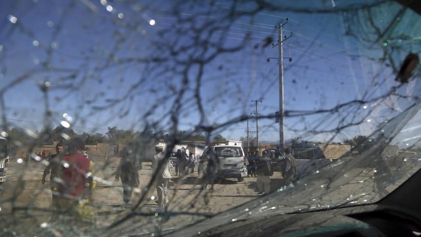Un terrorista suicida detona su carga explosiva en un edificio gubernamental al este de Afganistán