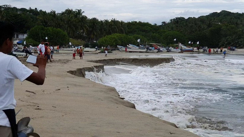FOTOS: Se 'hunde' la playa de una turística localidad mexicana debido a un extraño fenómeno