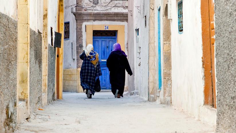 """""""Quien no pega a su mujer, no es un hombre"""": Suspenden un programa de televisión marroquí por los comentarios machistas de un invitado"""