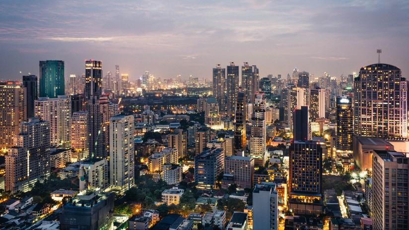 Hallan muerta en circunstancias extrañas a una modelo tailandesa en un edificio de Bangkok