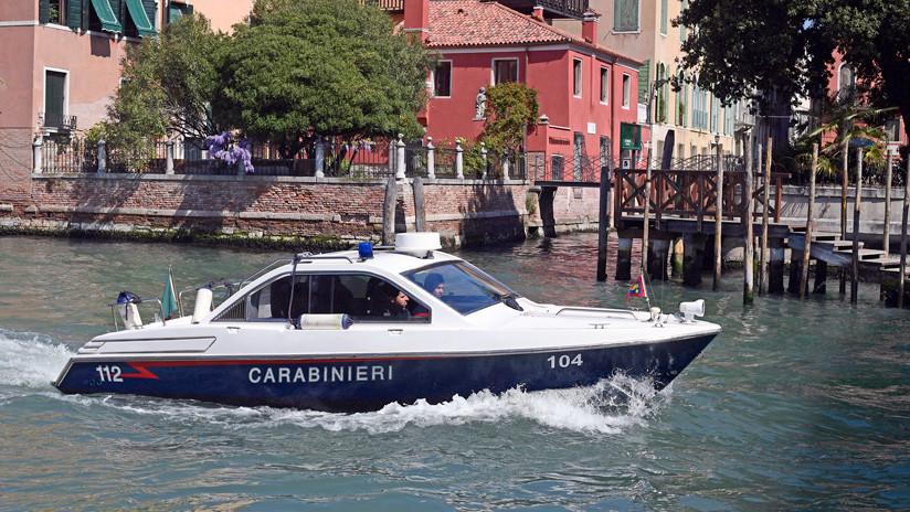 Multan con 3.200 dólares a dos turistas que nadaban desnudos en un canal de Venecia