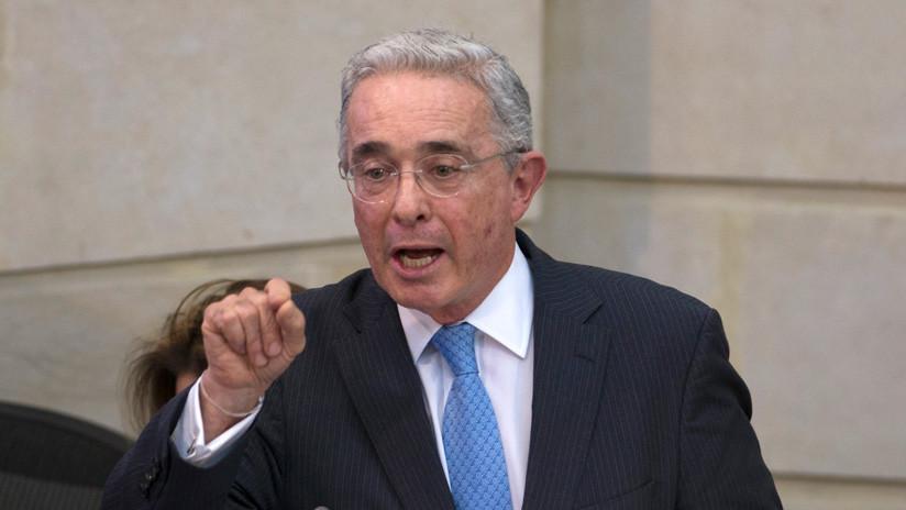 """Exparamilitar colombiano afirma que Álvaro Uribe fue el """"referente político"""" de esos grupos armados"""