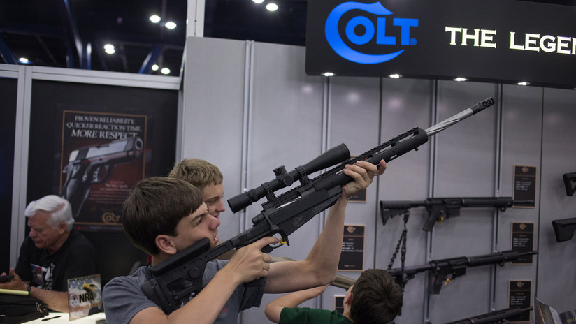 La empresa de armas Colt suspende su producción de rifles para el mercado civil
