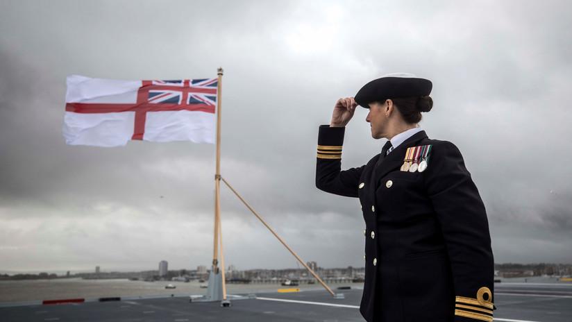 FOTOS, VIDEO: El más moderno portaaviones británico surca aguas por primera vez