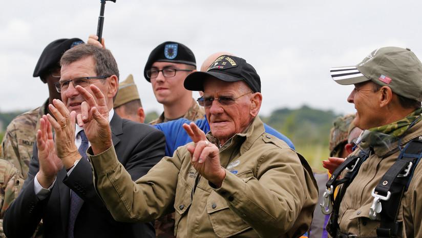 VIDEO: Veterano de 98 años se lanza en paracaídas sobre los Países Bajos (y no piensa parar de hacerlo)