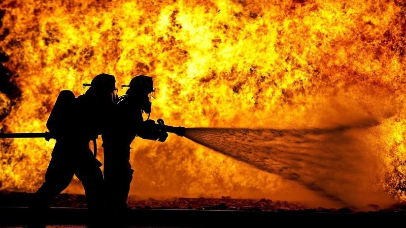 Arde uno de los centros comerciales más grandes de la ciudad rusa de Vladivostok (VIDEOS)