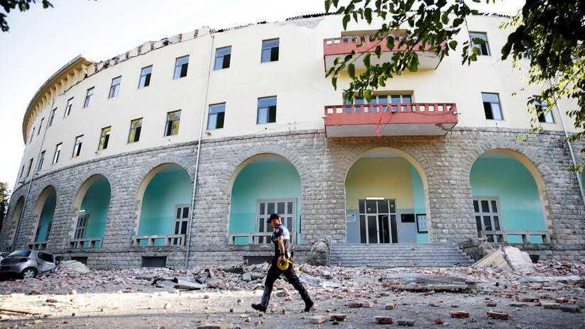 VIDEO: Un terremoto se produce en medio de un partido de fútbol en Albania y obliga a detener el juego