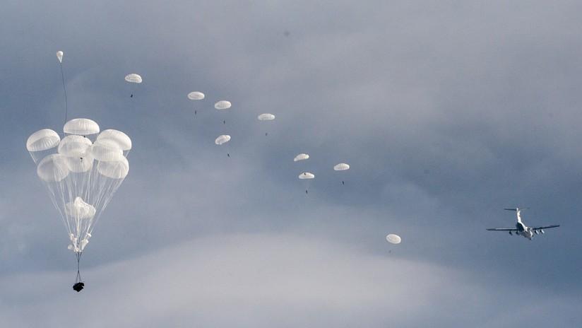 Rusia: Dos vehículos de combate se estrellan contra el suelo durante un desembarco aéreo (VIDEO, FOTOS)
