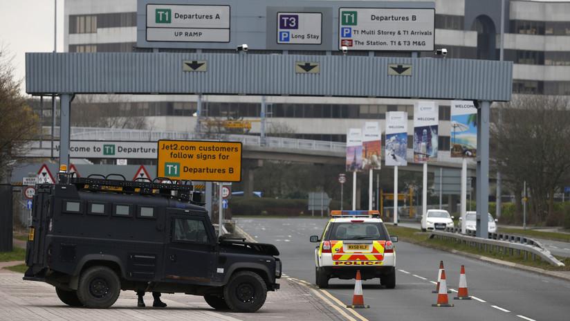 Despliegue de la Policía británica por un paquete sospechoso cerca del aeropuerto de Mánchester