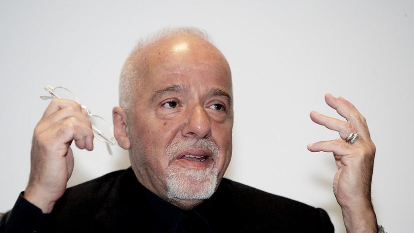 Paulo Coelho pide perdón a los franceses por la conducta de Jair Bolsonaro